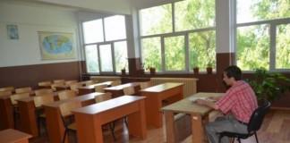 absolventi de studii superioare