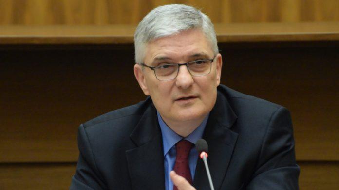 Daniel Dăianu susține că recesiunea este după colţ