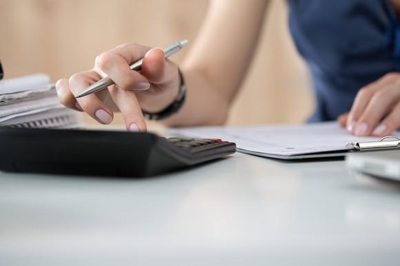 Diferența de salarizare orară brută dintre femei și bărbați este de 4,5%