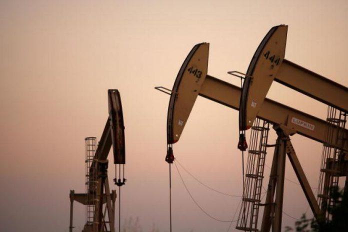 Prețul petrolului s-a prăbușit ajungând la 44,33 dolari barilul