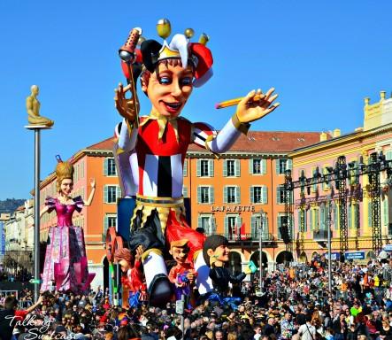 king-of-media-at-the-nice-carnival-parade-443x384