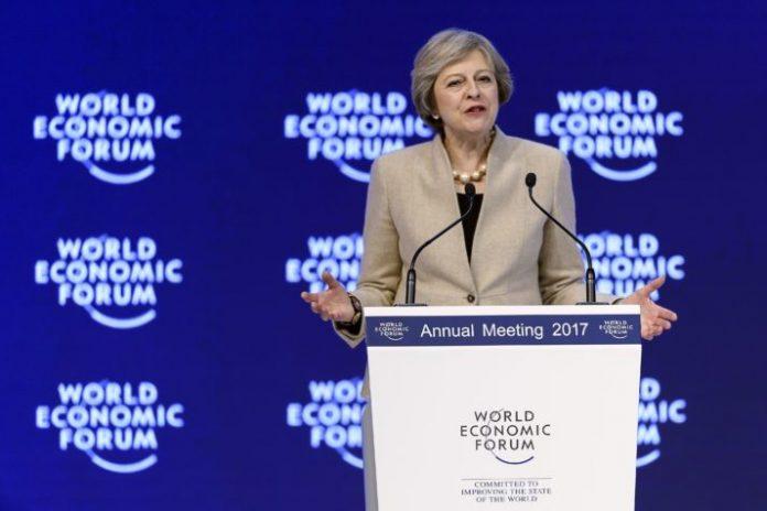 Theresa May îndeamnă companiile să renunţe la programele pe termen scurt şi să îşi arate calităţile de lideri