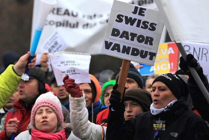 Proteste în faţa sediului BNR si în faţa sediului Autorităţii Naţionale pentru Protecţia Consumatorului (ANPC)