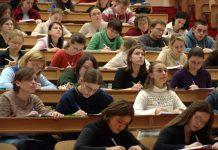 Numărul de salariați cu studii superioare