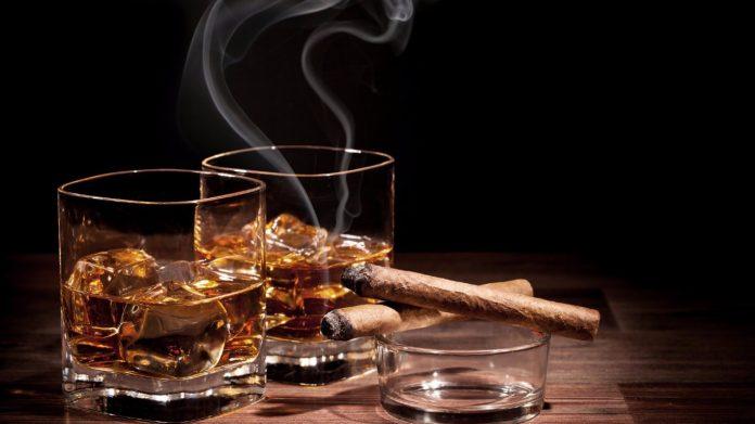 De ce oameni inteligenți și puternici preferă să bea whisky sau... whiskey