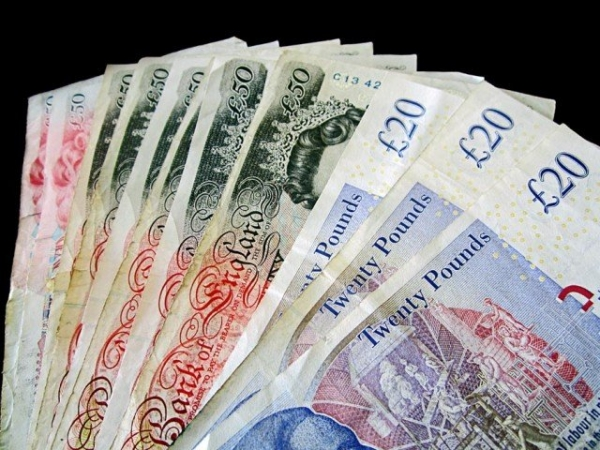 Lira a scăzut sub valoarea de 1,22 dolari, după ce a înregistrat o mulțime de rezultate slabe