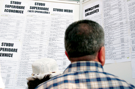 La finele lunii februarie, Agenţia Municipală pentru Ocuparea Forţei de Muncă Bucureşti AMOFM avea în evidenţe 18.574 de şomeri, la o populaţie activă civilă de circa 1,121 milioane de persoane