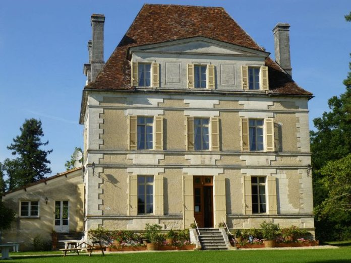 Magnificent Manor House from 1870 in Private Setting