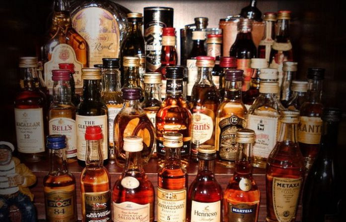 Romania este pe primul loc în Europa la consumul de alcool ilicit