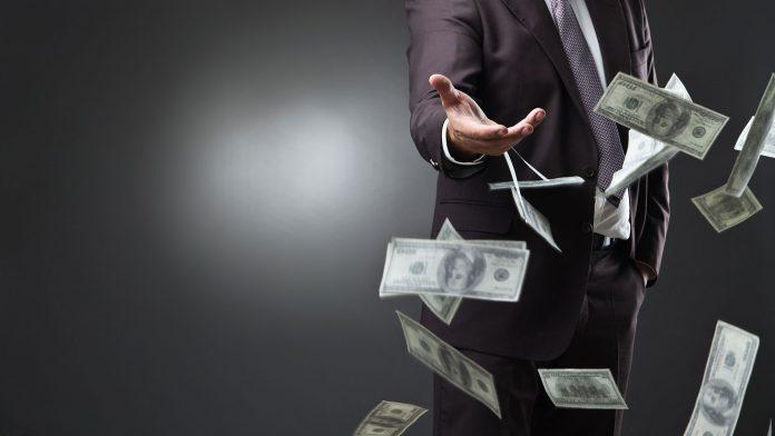 Proiectul Legii salarizării: 3.600 euro salariu pentru medici şi majorări salariale şi de 150%